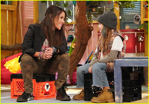 Soleil Moon Frye and Quinn Copeland in Peacock's Punky Brewster