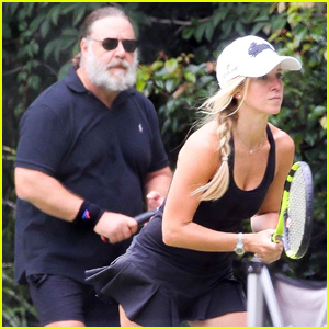 Russell Crowe & Girlfriend Britney Theriot Couple Up for Tennis Match in Sydney