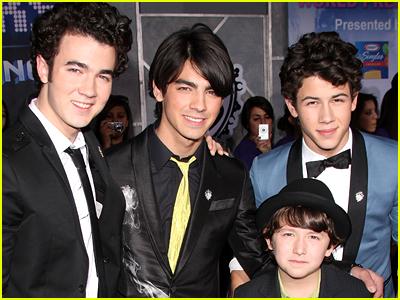 Frankie Jonas as a child with the Jonas Brothers
