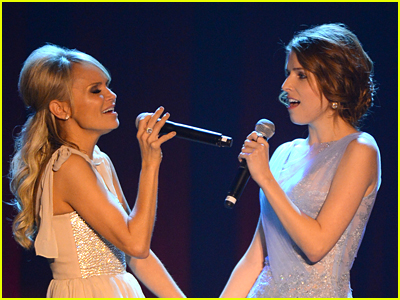Kristin Chenoweth and Anna Kendrick performing a Wicked song