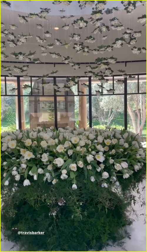 Kourtney Kardashian flowers from Travis Barker