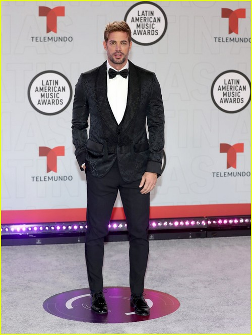William Levy at the Latin AMAs