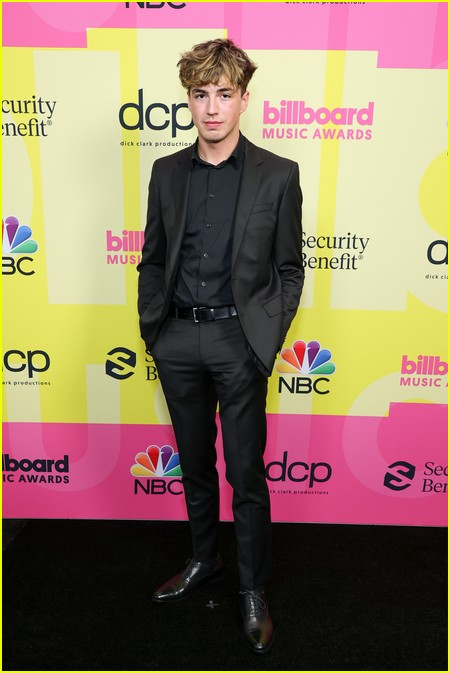 Surf Mesa on the Billboard Music Awards 2021 red carpet