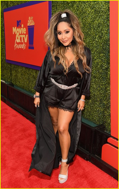 Snooki on red carpet at the MTV Movie and TV Awards Unscripted