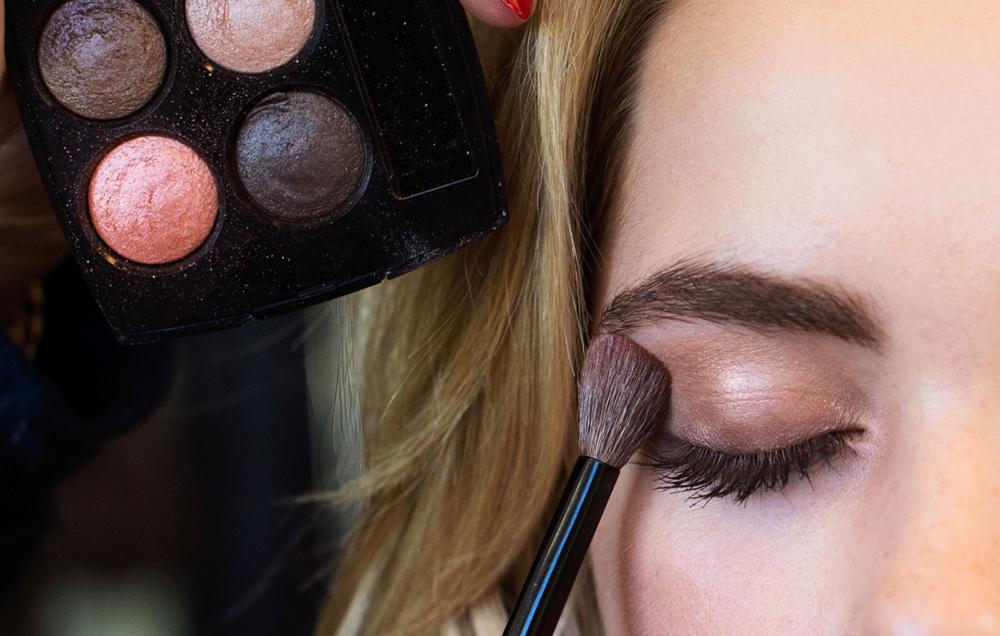 Kiernan Shipka Behind The Scenes with eyeshadow